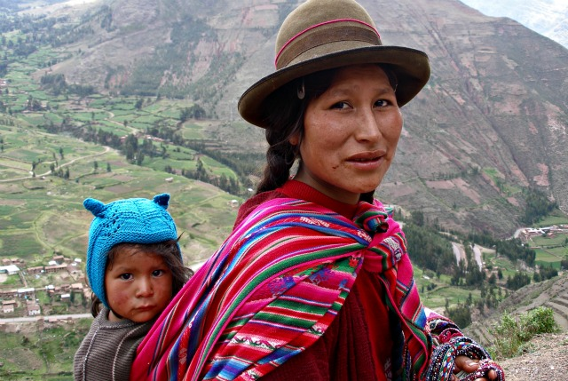 Quechua woman and  child, Peru: quinet via Wikimedia Commons