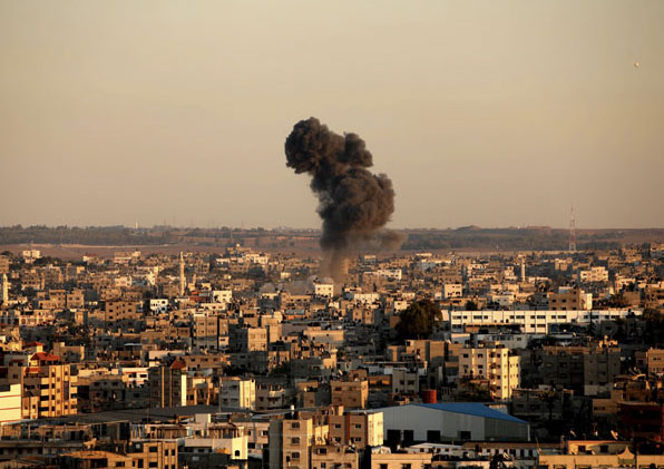 Smoke rises after an Israeli air strike in Gaza city Nov. 15, 2012. © Majdi Fathi/APA Images/ZUMAPRESS.com